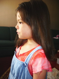 blog 7-5-06 Ayumi cut her hair 1.JPG