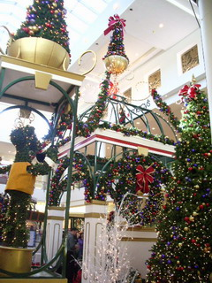 christmas at mall 1.jpg